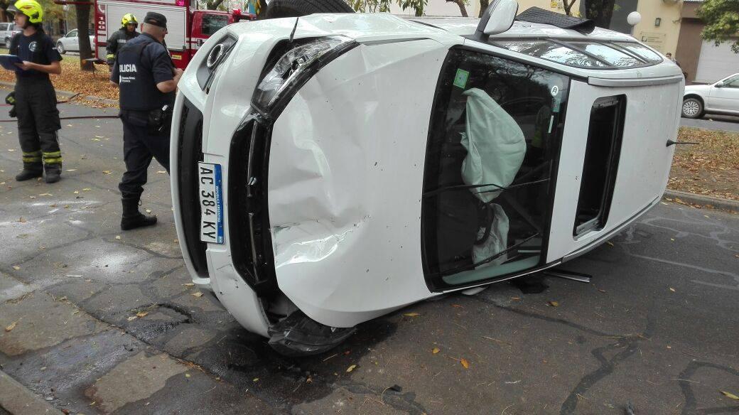 Accidente vehicular en planta urbana
