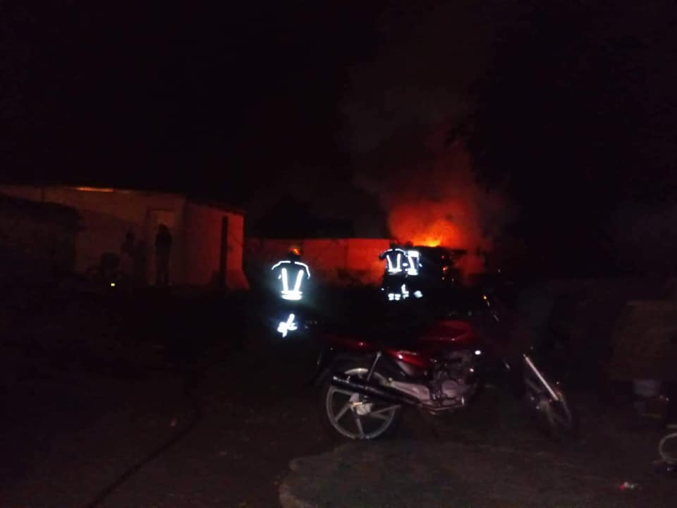 Incendio de vehículo en Lucía B. Pastor