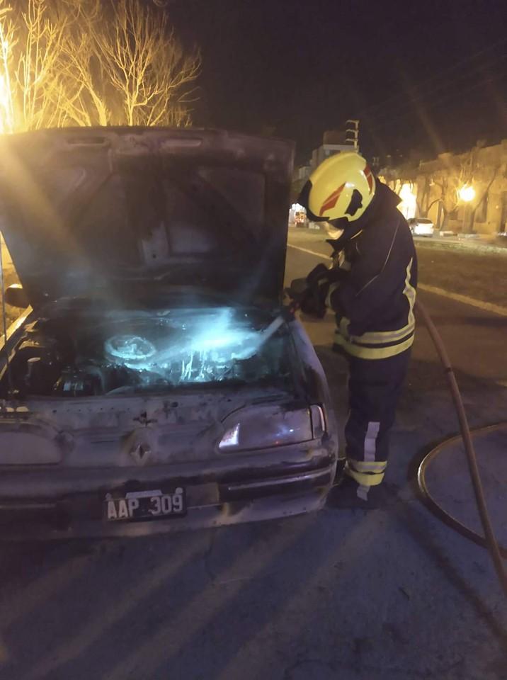 Incendio de automóvil en calle Pasteur