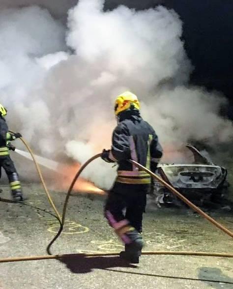 Incendio vehicular en calle Rivadavia