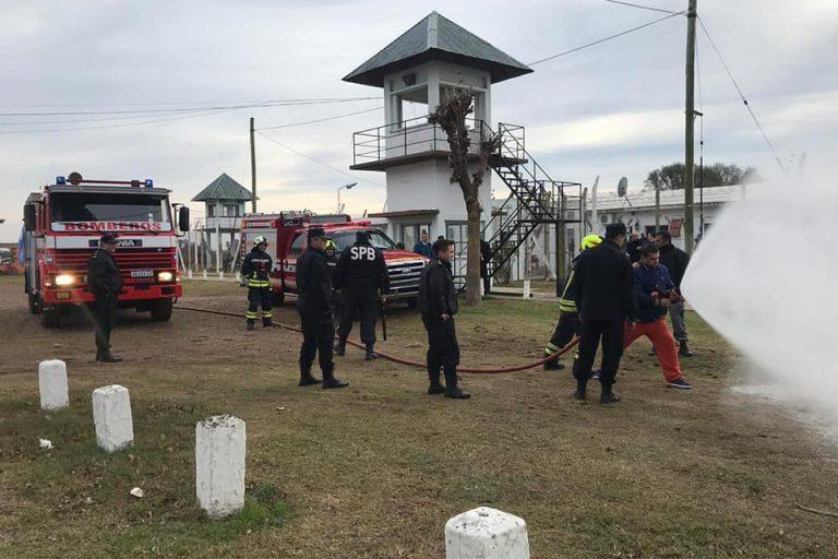 Simulación de evacuación de internos