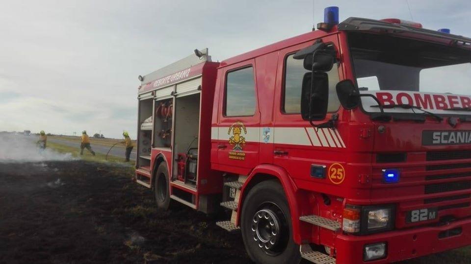 Incendio de banquina y cultivos