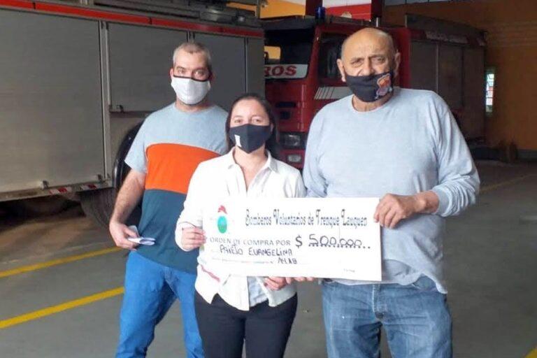 Entrega del premio de $500.000 a Evangelina Prieto